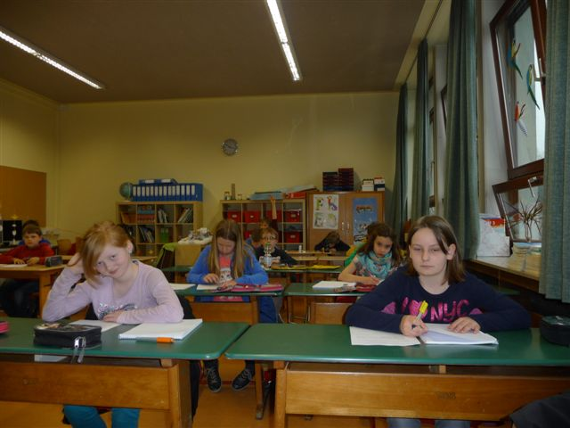 Franziska und Sophie von der 4b der Hallenschule haben sich für die 3. Runde qualifiziert.
